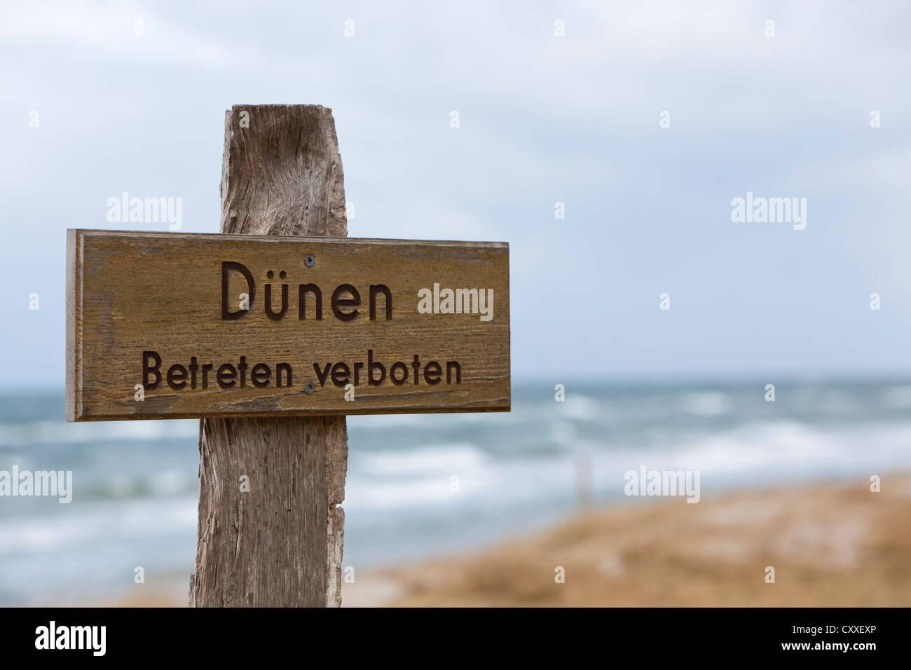 Wooden cross, prohibition sign, no entry sign, 'Duenen betreten verboten', German for 'dunes, do not - Stock Image