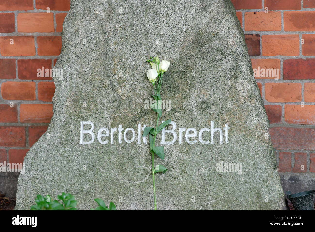 Tomb of Berthold Brecht, 1898 - 1956, a German playwright and poet, Dorotheenstadt cemetery, Berlin - Stock Image