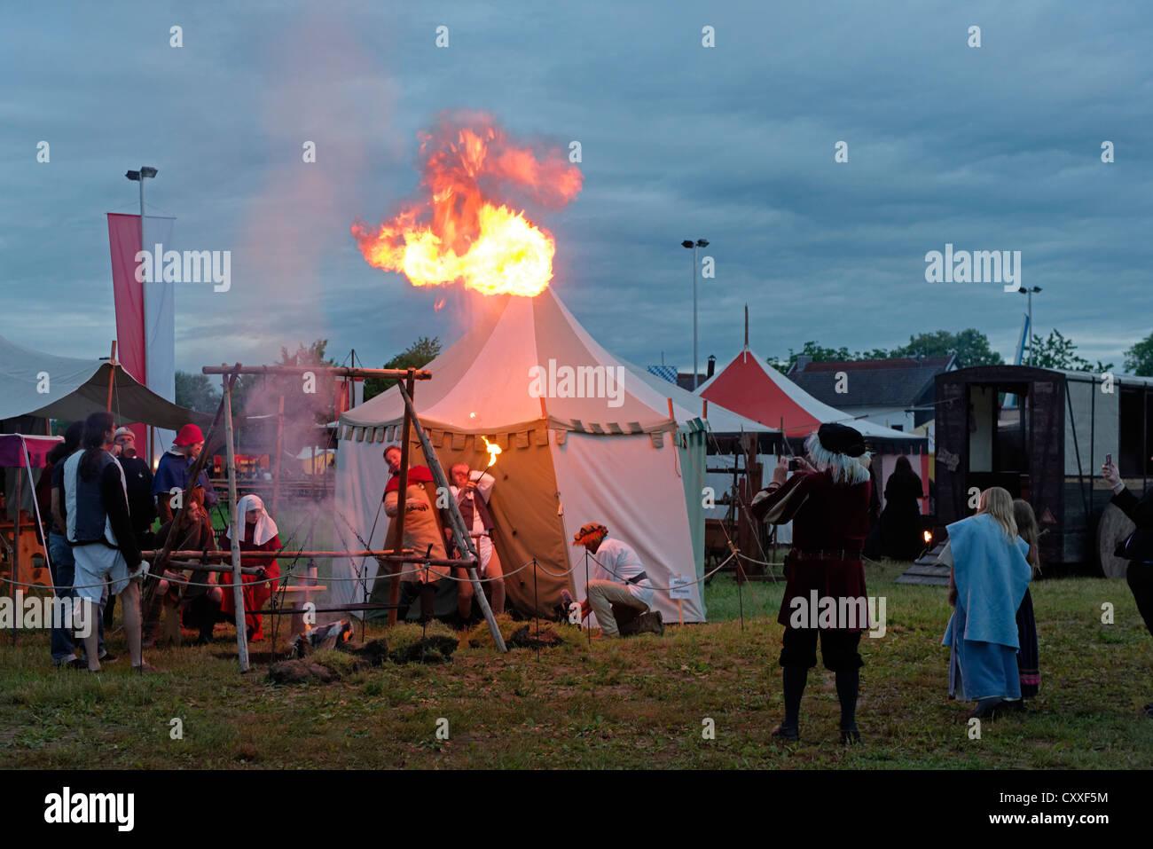 Fire eater, medieval camp to celebrate solstice, Herzogstadt Burghausen e.V historical society, Burghausen, Upper - Stock Image