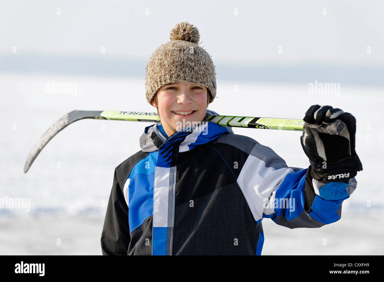 Boy playing ice hockey, near St. Heinrich, Lake Starnberg, Five Lakes region, Upper Bavaria, Bavaria - Stock Image