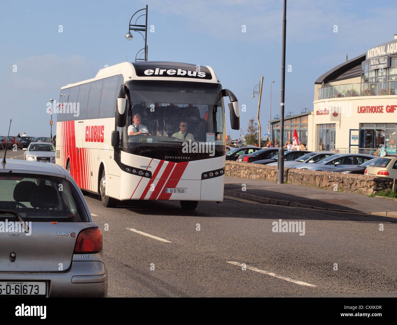 An (Eire-Bus) Globus Excursion Coach journeying along Salt-Hill promenade in Galway city in the West of Ireland. - Stock Image