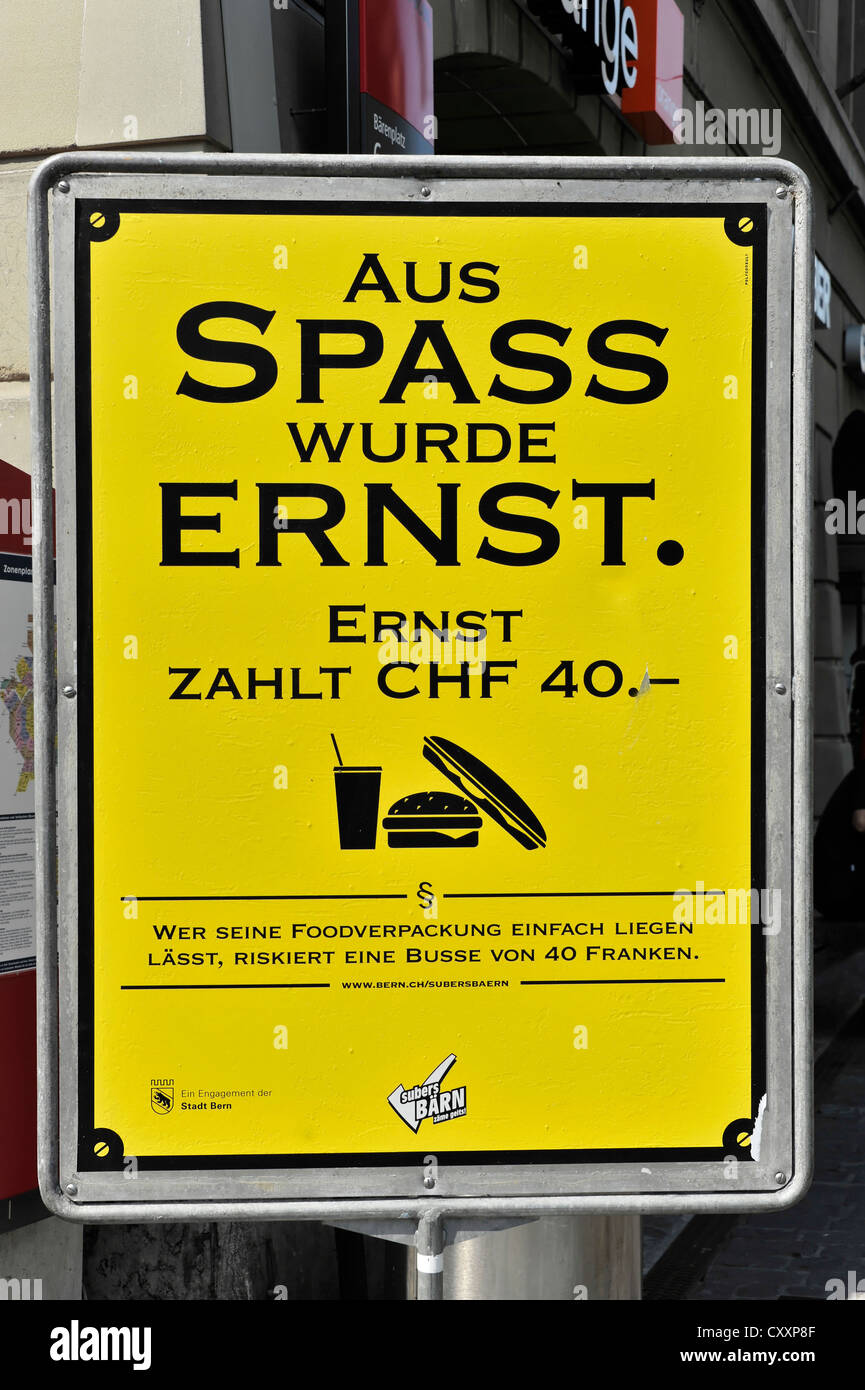 Sign indicating that everyone who throws waste on the pavement will be fined, city centre of Bern, Switzerland, - Stock Image