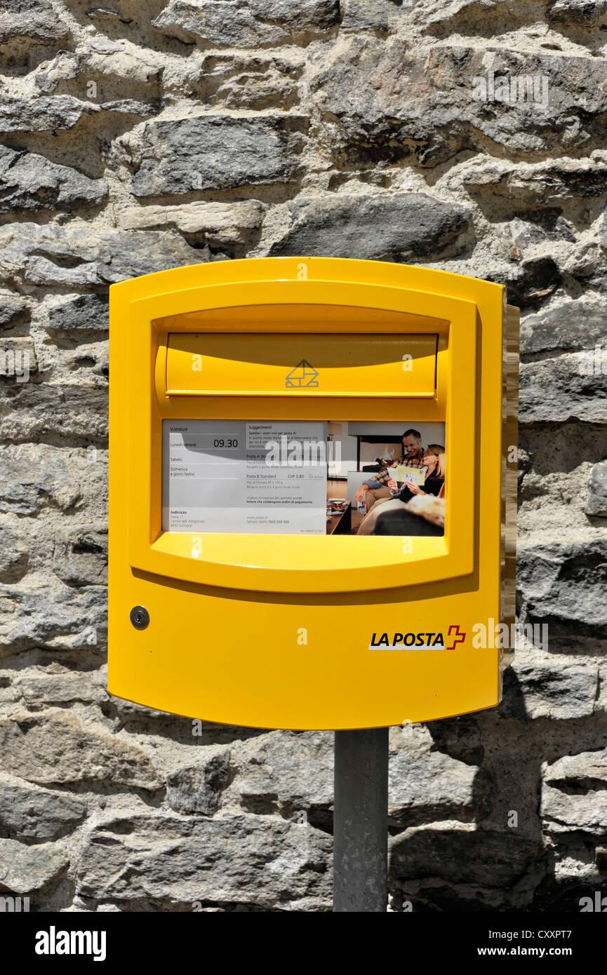 La Posta, mailbox, Sonogno, the rearmost village in the Valle Verzasca valley, Canton Ticino, Switzerland, Europe - Stock Image