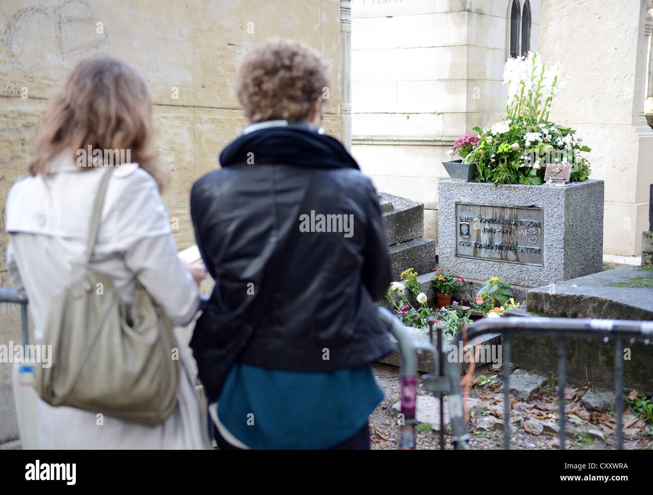 Jim Morrison grave, Père Lachaise Cemetery, Cimetière du Père-Lachaise, Paris France - Stock Image
