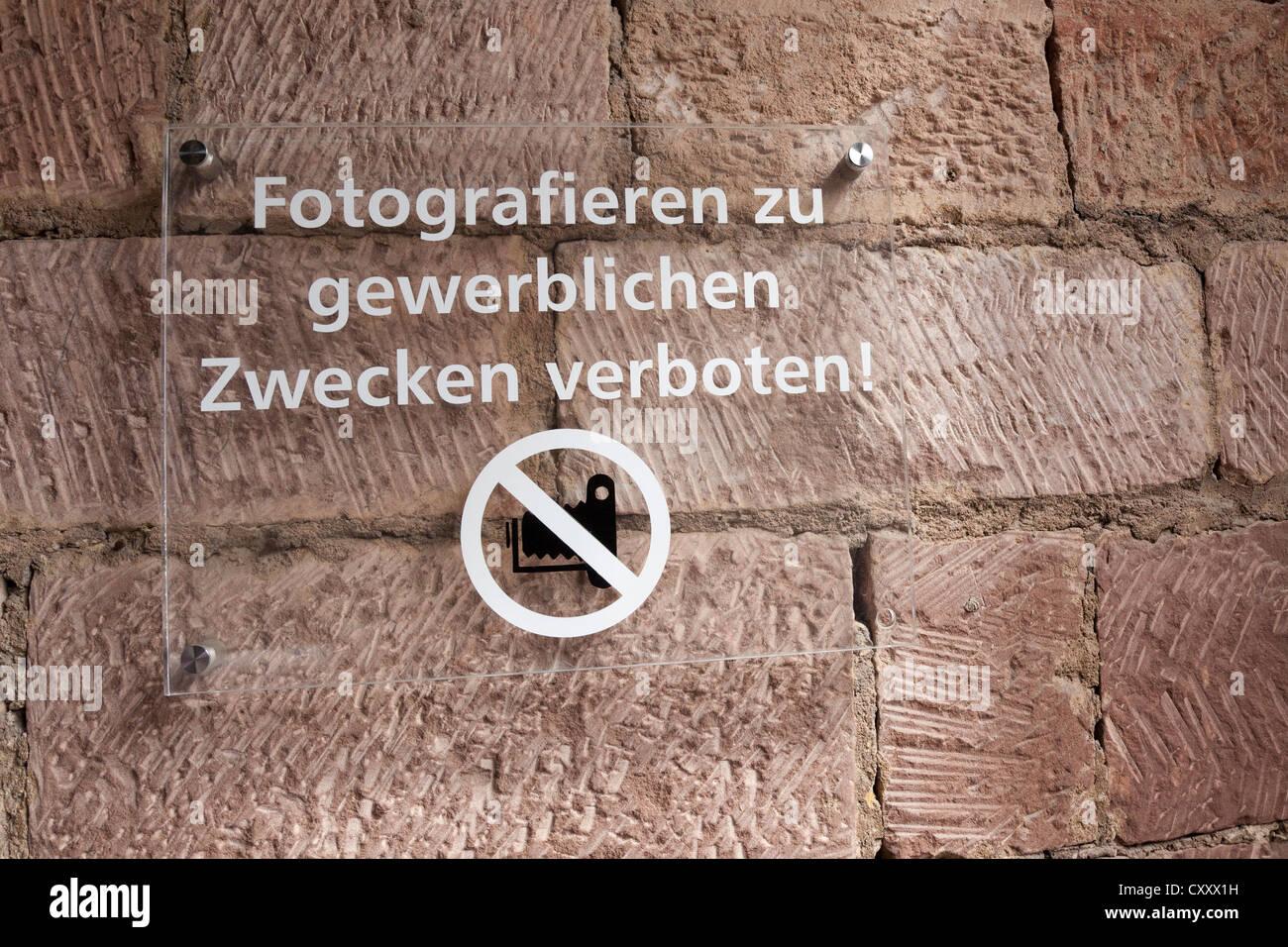 Prohibition sign, Fotografieren zu gewerblichen Zwecken verboten!, German for Photography prohibited for commercial - Stock Image