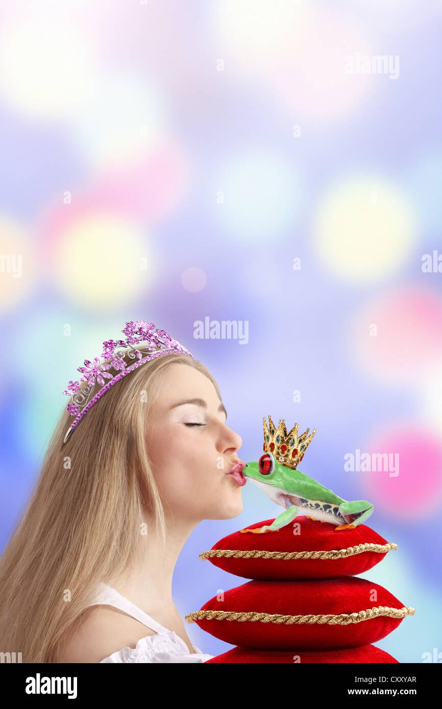 Woman kissing a frog prince - Stock Image