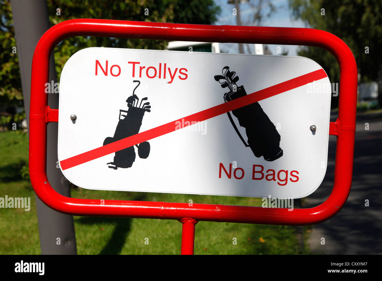 Signpost on a golf course. No trolleys, no bags. - Stock Image