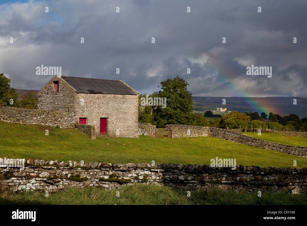 Rainbow over Bolton Castle, Aysgarth in Wensleydale, North Yorkshire Dales, UK Stock Photo