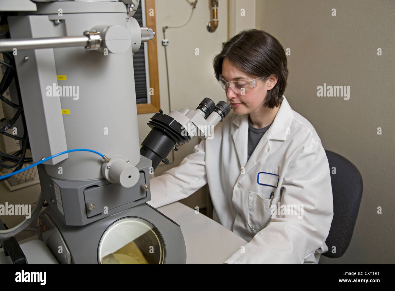 A chemist dressed in safety gear works in research at a at a pharmacutical research laboratory near Bend, Oregon. - Stock Image