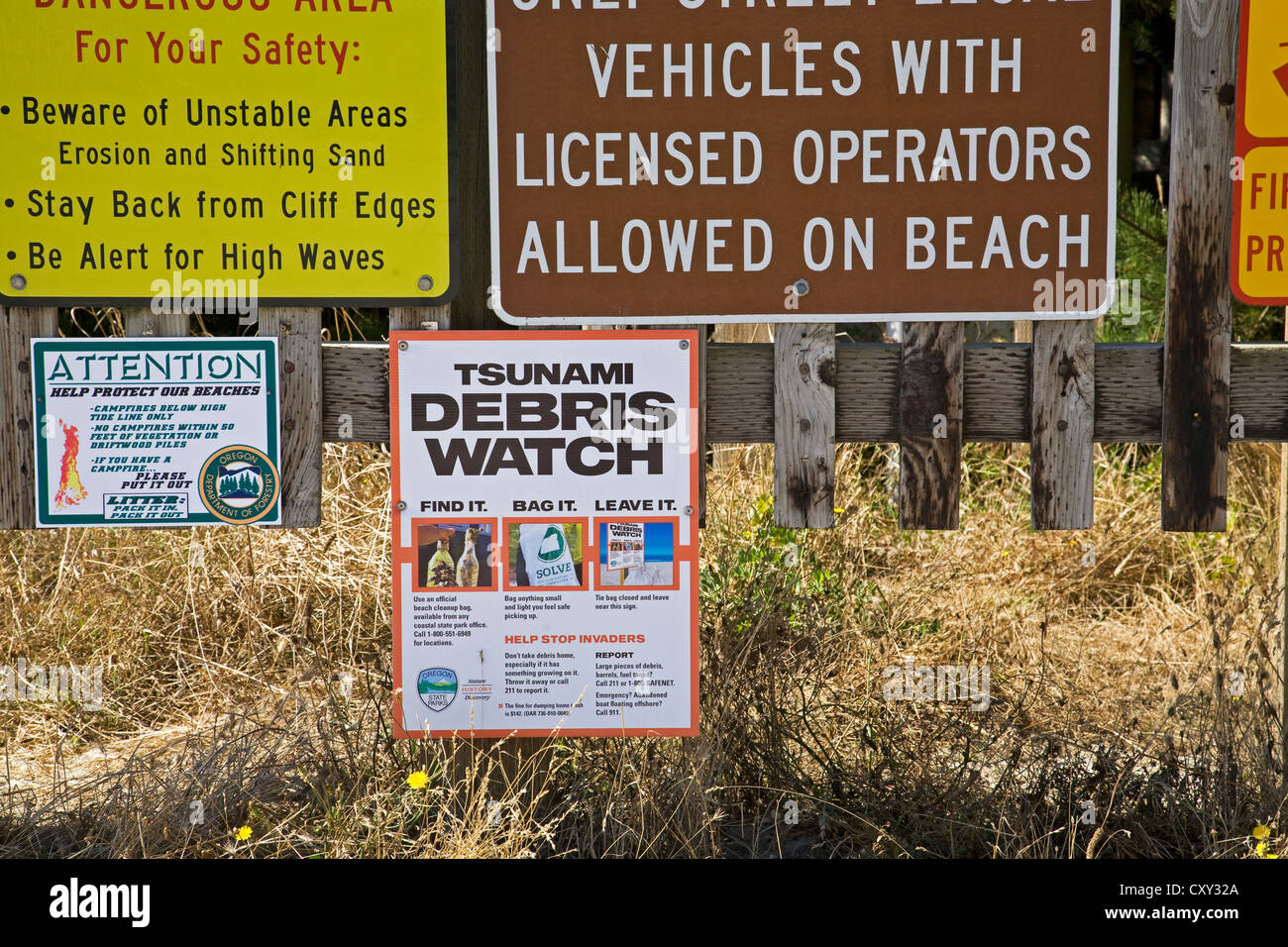 A sign warning visitors to look for Tsunami debris from the Japanese earthquake and tidal wave - Stock Image