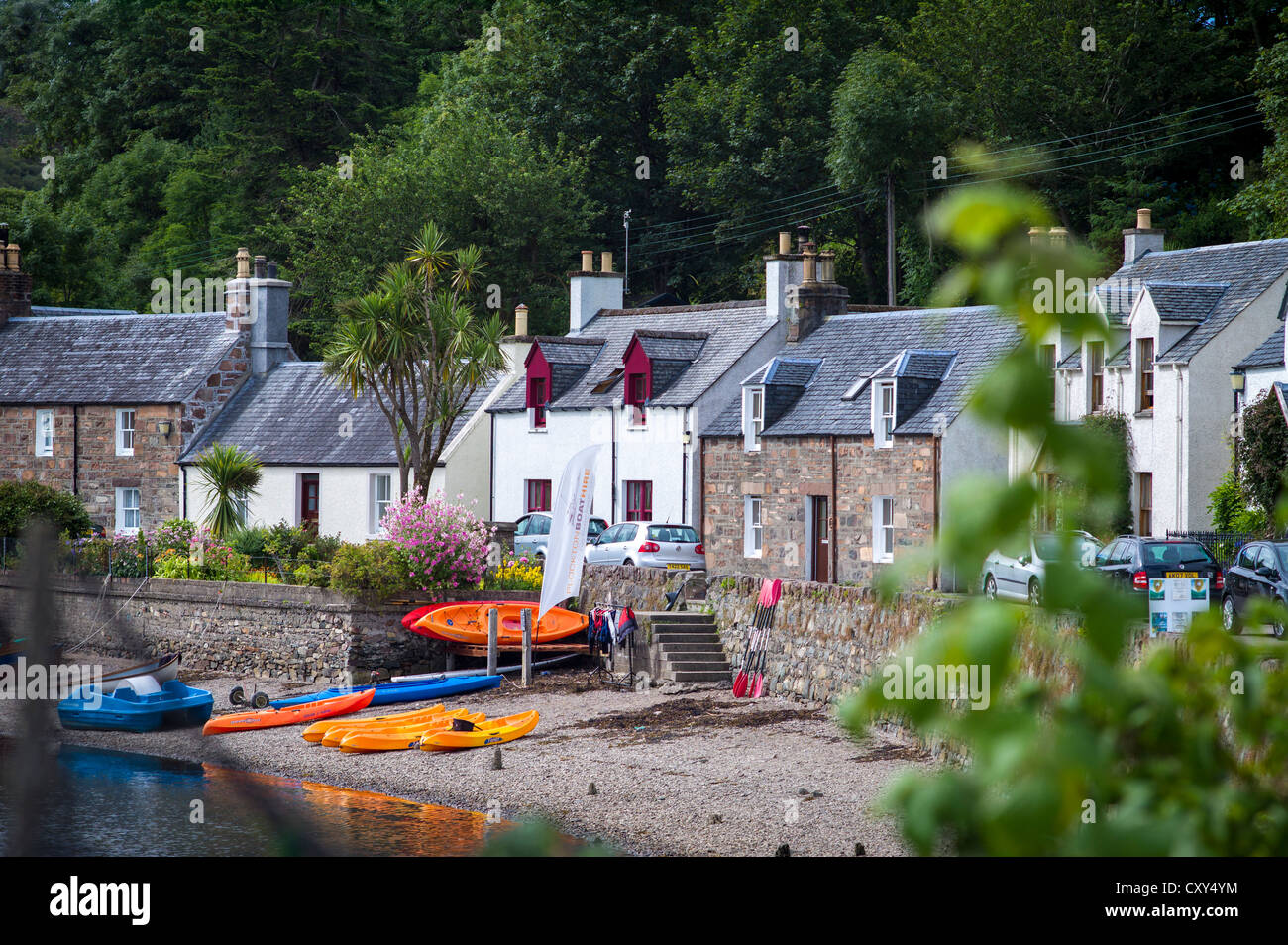 Telephoto view of Scottish lochside village - Stock Image