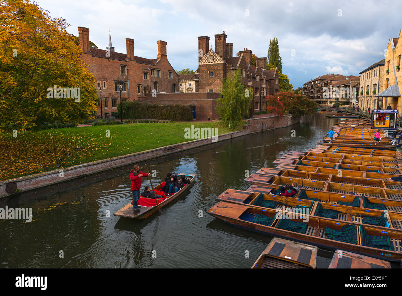 Magdalene College on banks of river Cam in Autumn, Cambridge, England, UK - Stock Image
