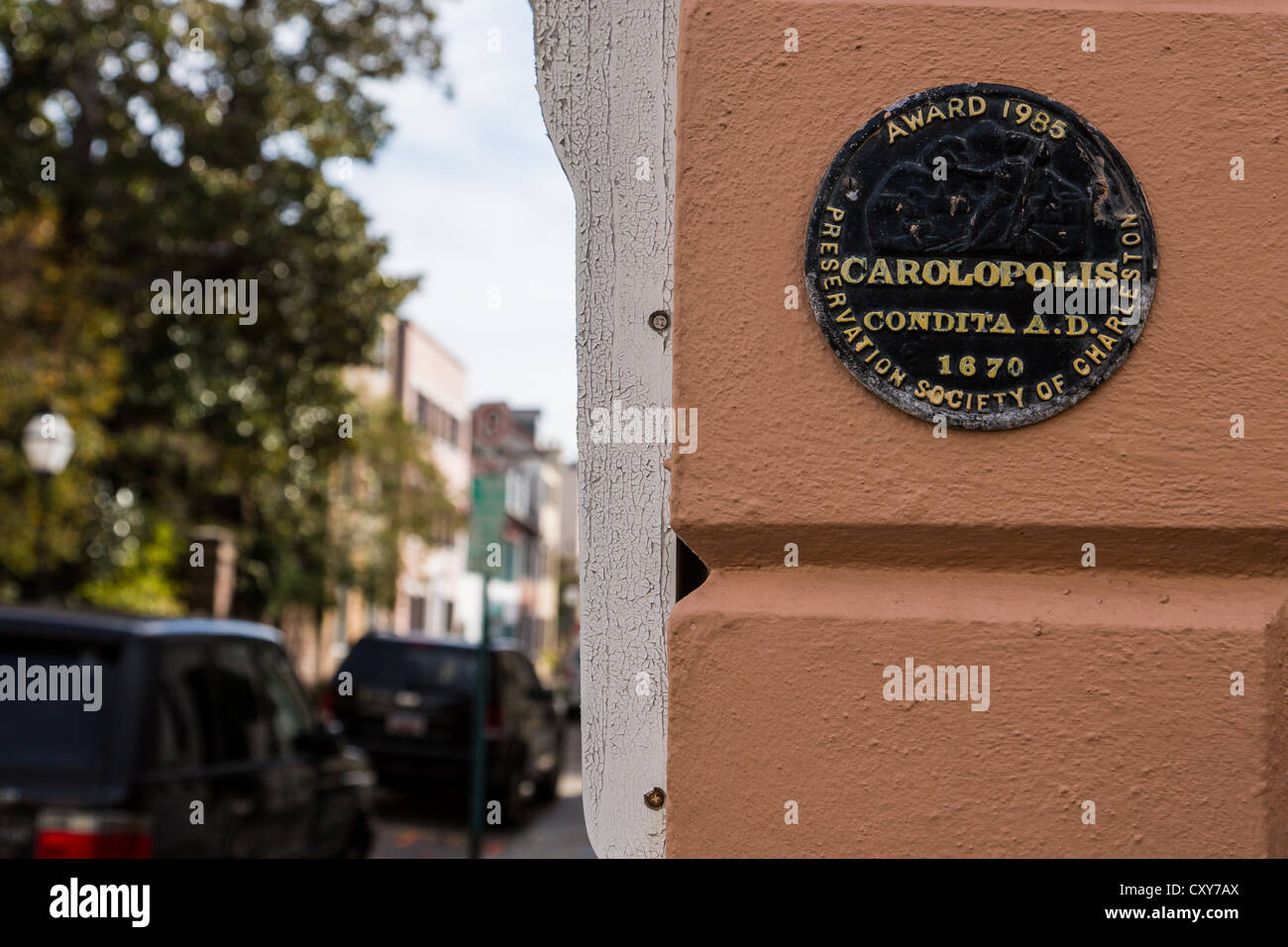 Carolopolis Pro Merito Award medallion on a historic home in Charleston, SC. - Stock Image