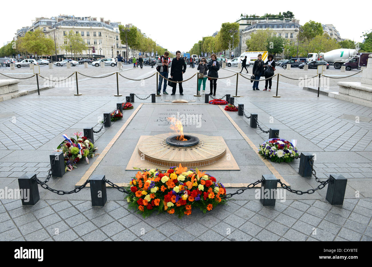 Tomb of the 'Unknown Soldier', eternal flame at the tomb of the 'unknown soldier' at the 'Arc - Stock Image