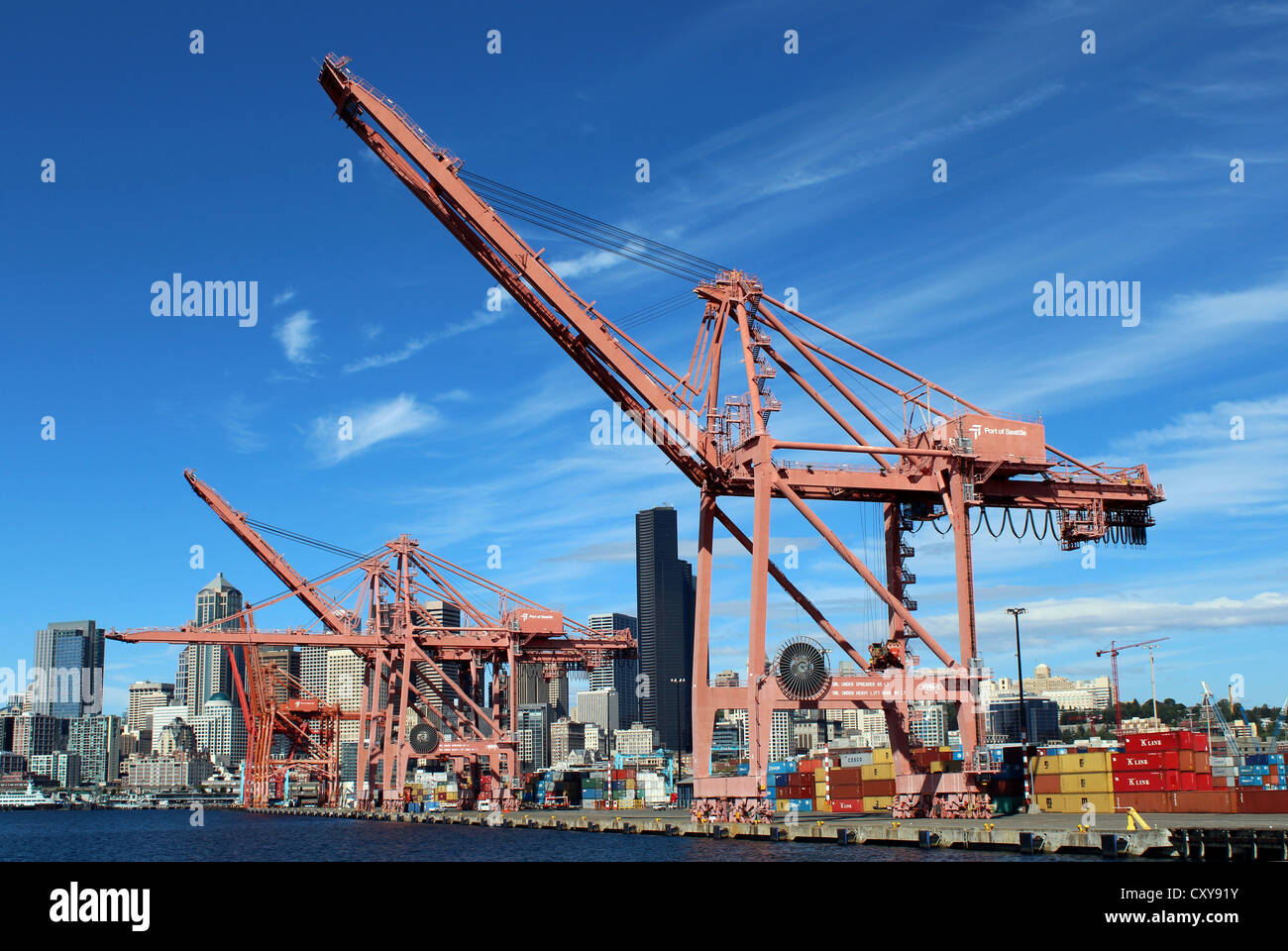 Seafront and harbor docks and dockyard, Elliott Bay State, Seattle, Washington, USA - Stock Image