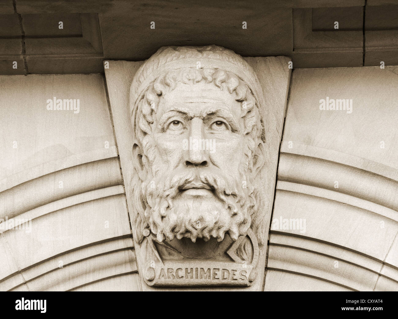 Archimedes of Syracuse sculpture above library building entrance - Stock Image
