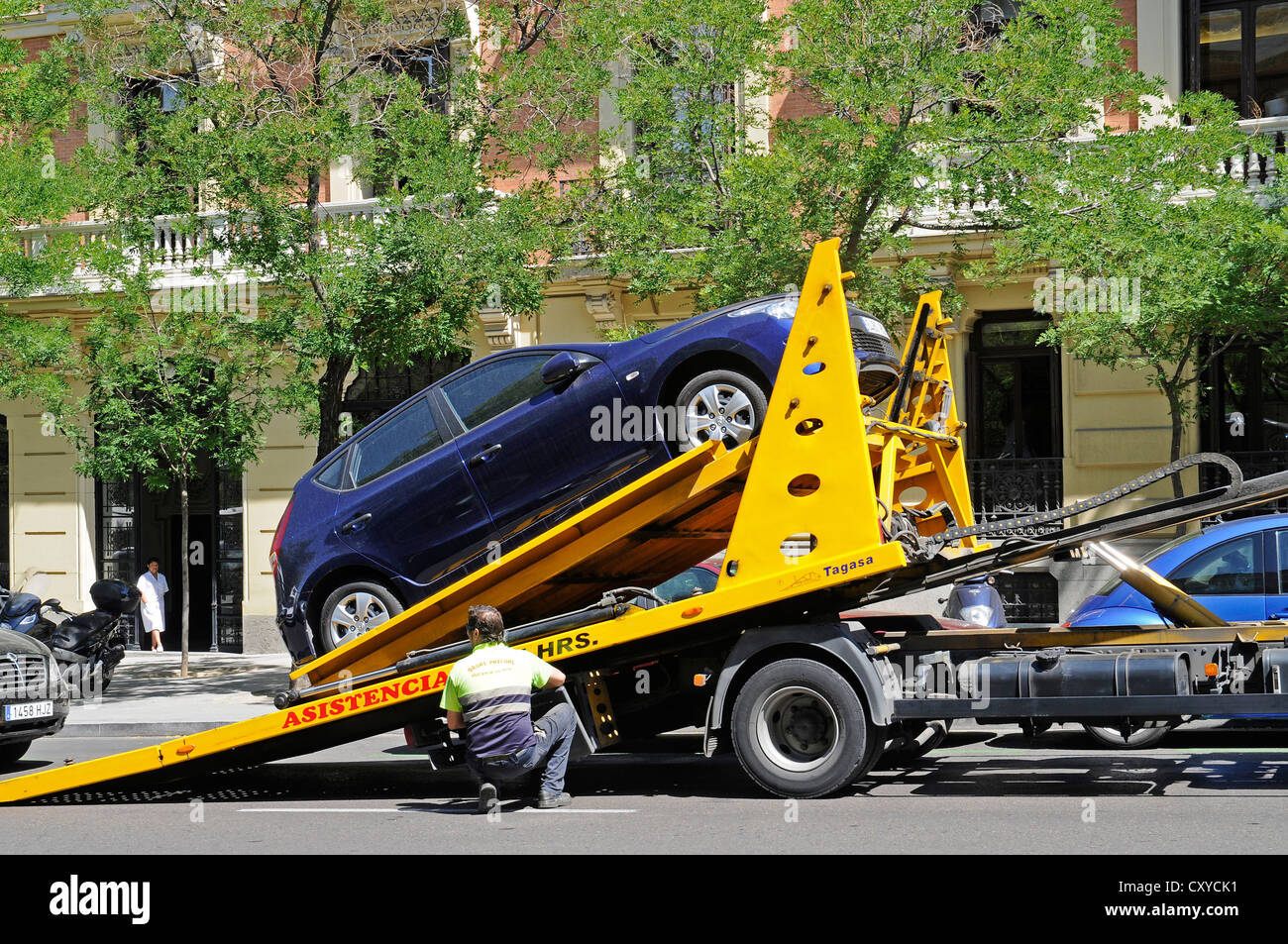 Tow truck, illegal parking, Madrid, Spain, Europe, PublicGround - Stock Image