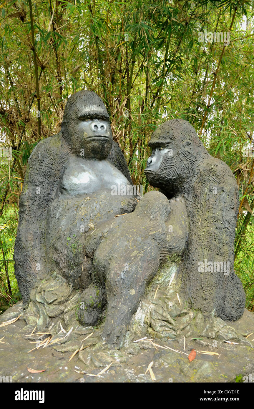 Stone gorillas in the grounds of the Gorillas Nest Lodge near the village of Kinigi, Rwanda, Africa - Stock Image