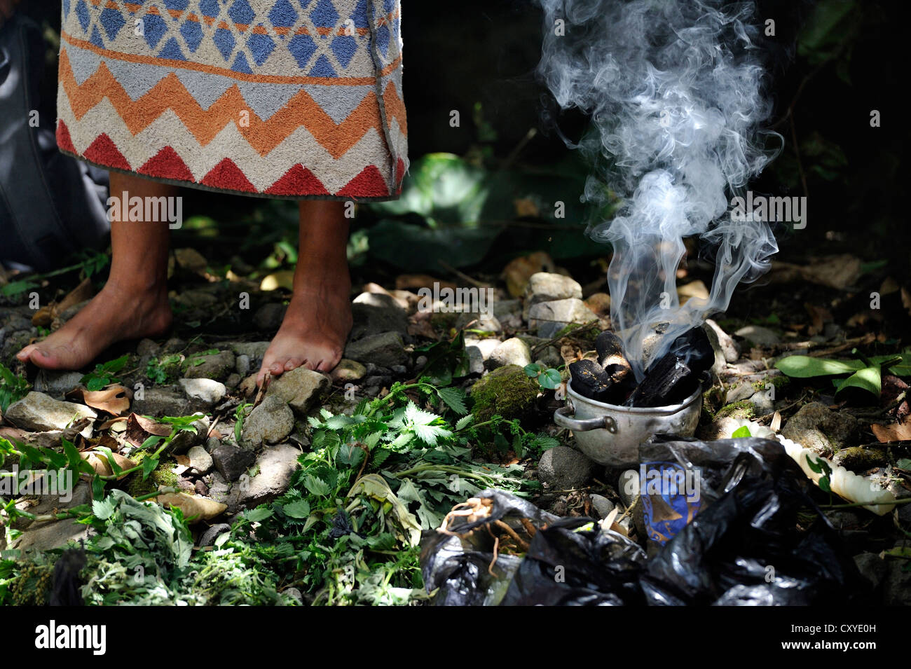 Incense burning, traditional ablutions to ward off evil spirits and to cleanse the soul of the indigenous Caranqui - Stock Image
