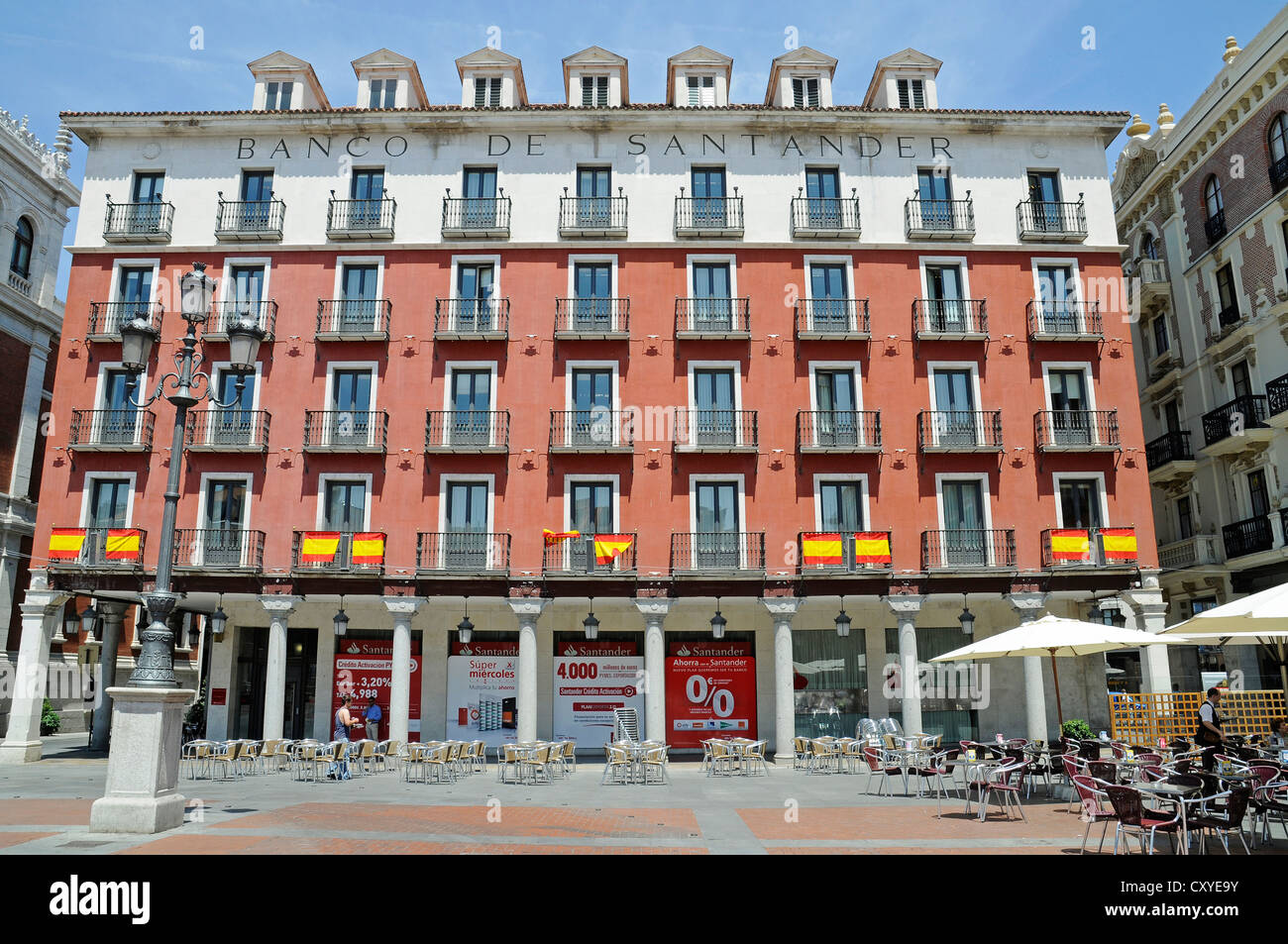 Bank shops stock photos bank shops stock images alamy for Oficina banco santander valladolid