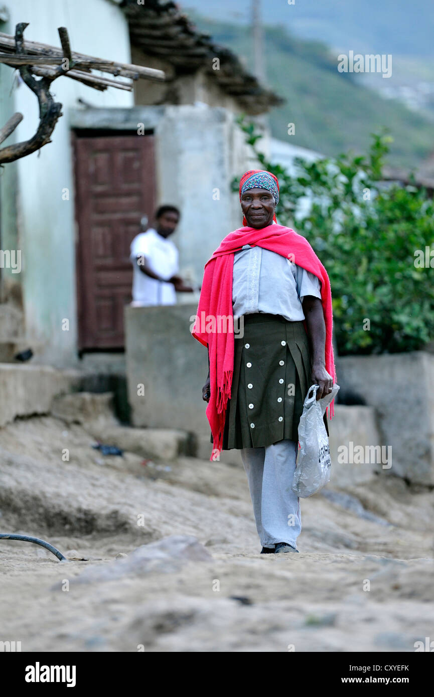 Old woman in traditional dress, African-Ecuadorian community of La Loma, Paroquia Conception, Canton Mira, Carchi - Stock Image