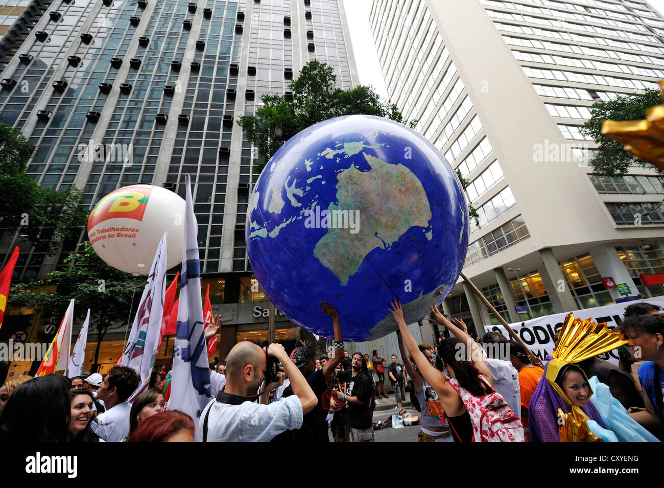 Demonstrators holding a giant balloon, globe into the air, demonstration at the UN Conference on Sustainable Development - Stock Image