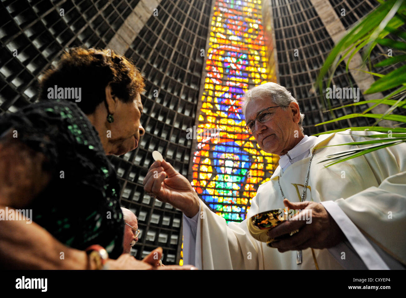 Bishop Dom Leonardo Ulrich Steiner, secretary of the Brazilian Bishops' Conference gives a woman the Communion - Stock Image