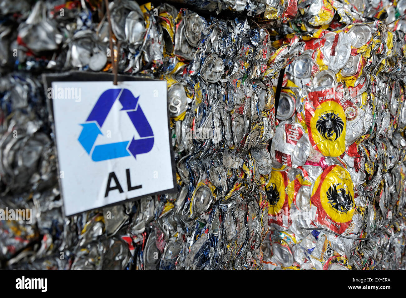Cans made of tinplate, aluminium, pressed into blocks at a recycling plant, for the export to China, San José, - Stock Image