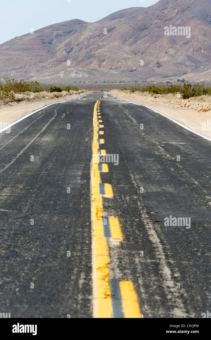 Heat haze on the Calico Road in the Californian desert, Barstow, California, USA - Stock Image