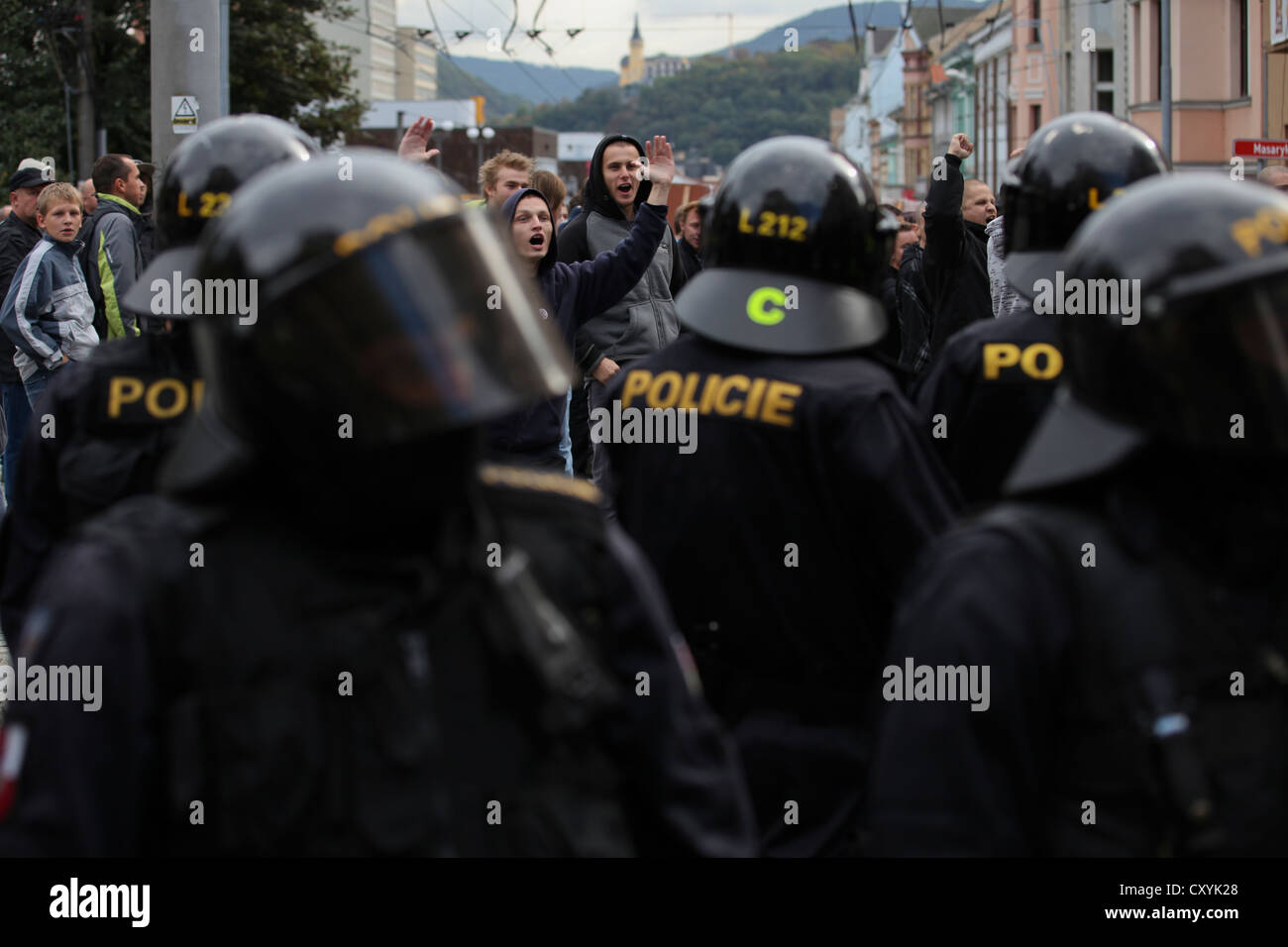 Hundreds of people take part in protest of the racist right-wing party DSSS against Roma families, Usti nad Labem - Stock Image