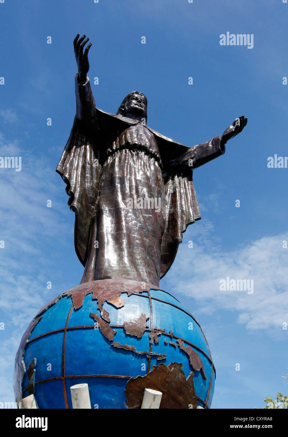 Cristo Rei, Statue of Jesus Christ (27 meters high) on top of the Globe at Kap Fatu Cama outside the capital Dili, - Stock Image