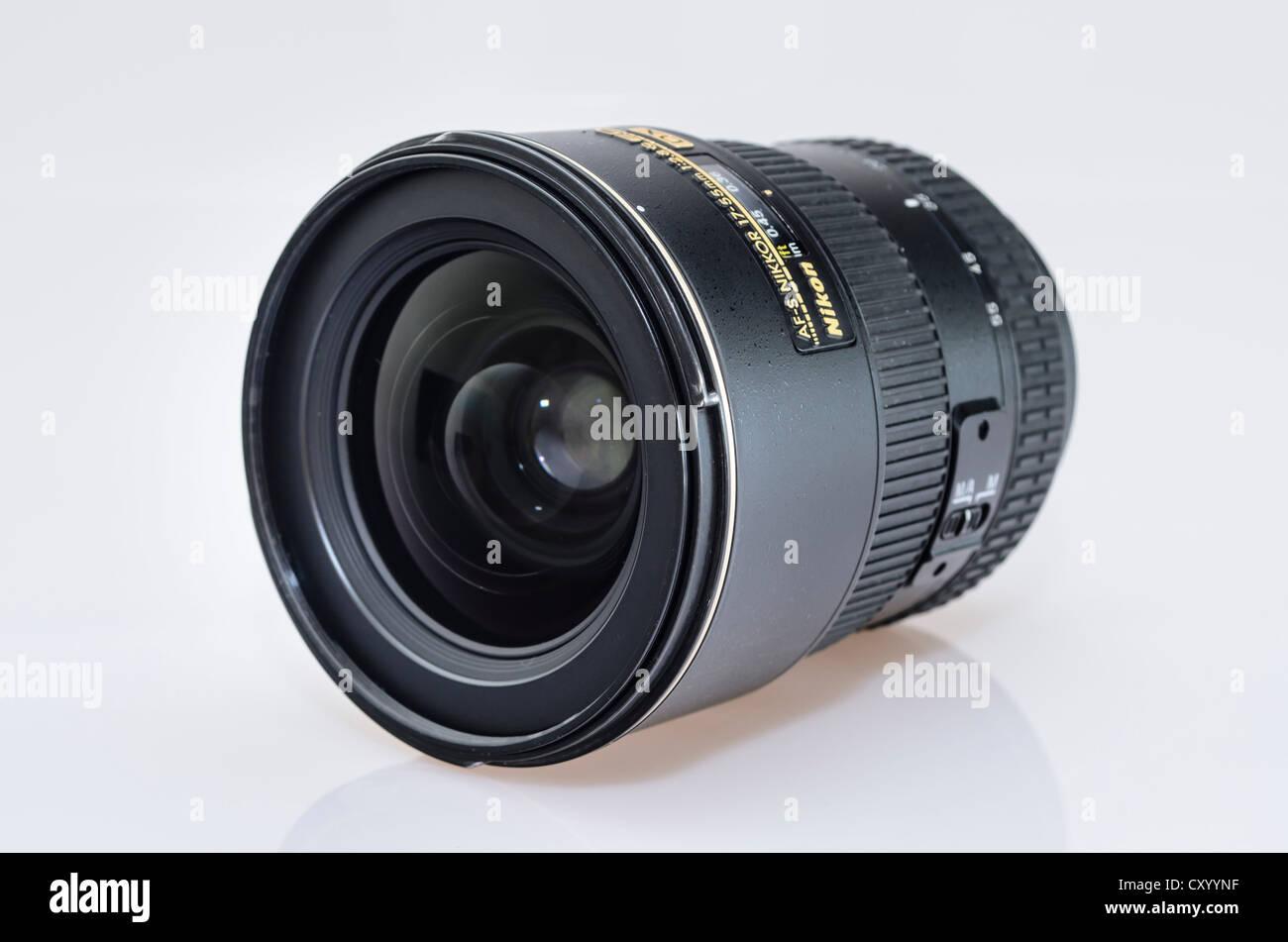 Nikkor AF-S 17-55mm 1:2, 8 G ED DX lens Stock Photo