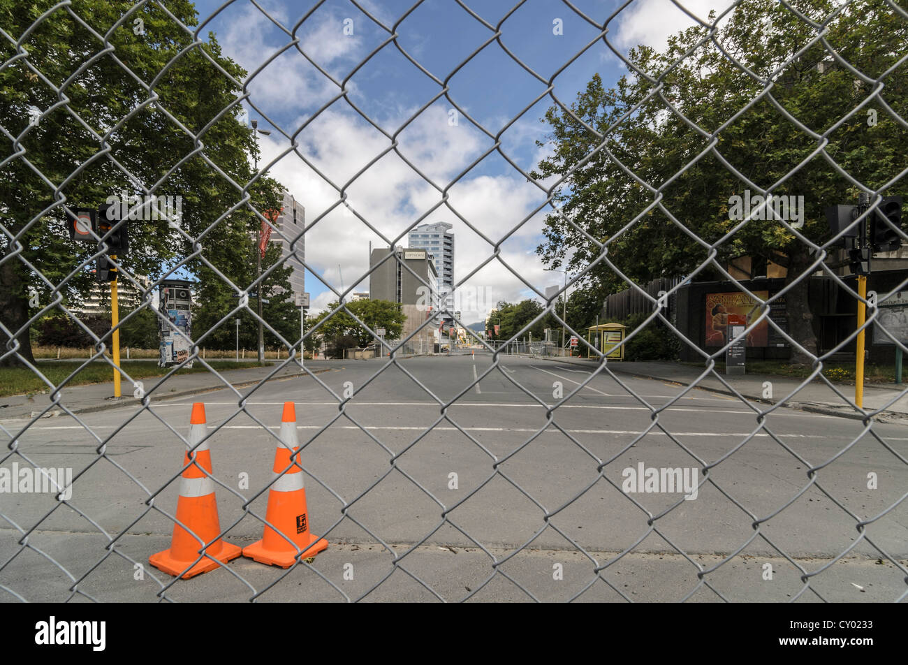 Fence, border of the evacuated CBD Red Zone, city cente of Christchurch, damaged by earthquakes, South Island, New - Stock Image