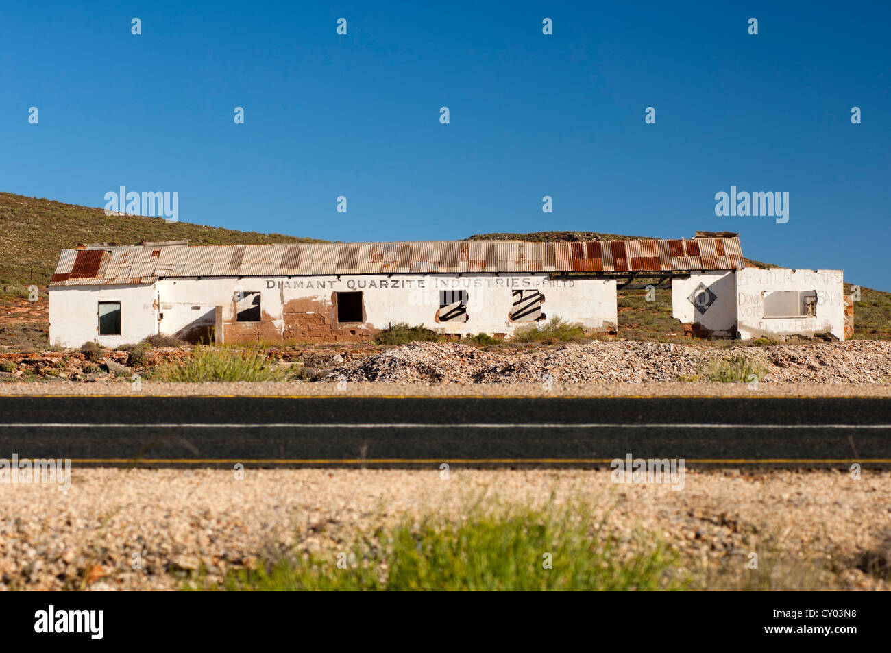 Dilapidated office buildings of the Diamond Quarzite Industries Ltd., National Road 7, Northern Cape province, South - Stock Image