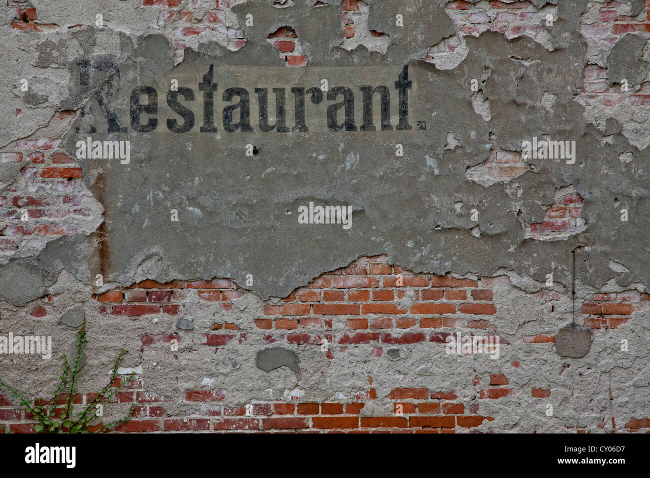 Old advertising sign 'restaurant' on the facade of a dilapidated house, Templin, Brandenburg - Stock Image