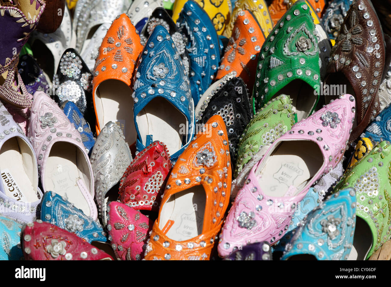 Souvenir, shoe sales in the market, souk in the medina, historic district of Essaouira, region of Marrakech-Tensift - Stock Image