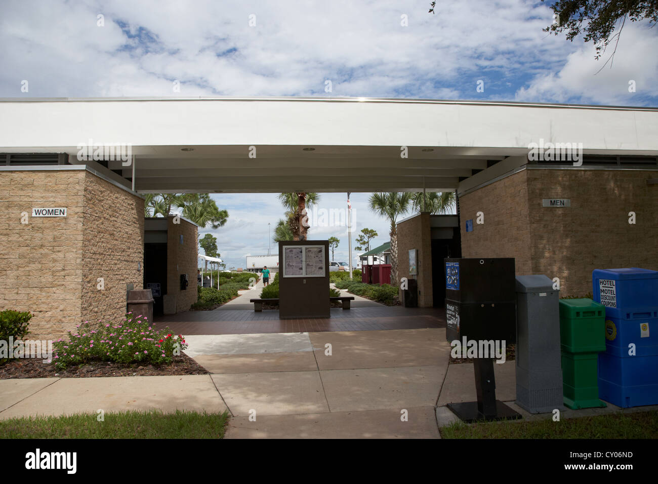 toilets and snack building at interstate rest service stop florida usa - Stock Image