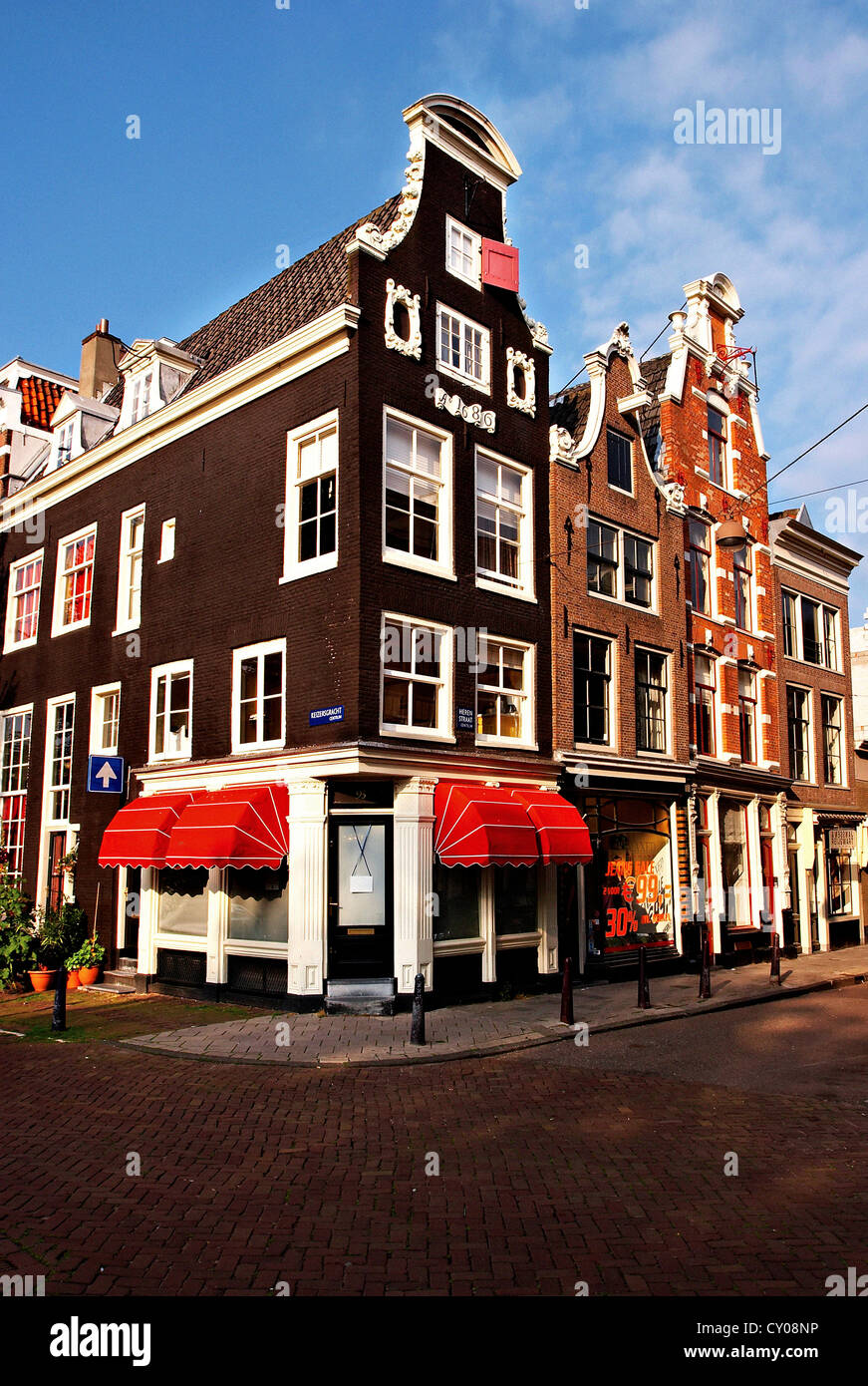 Netherlands, North Holland, Amsterdam, Traditional Dutch architecture along the bridges and canals. - Stock Image