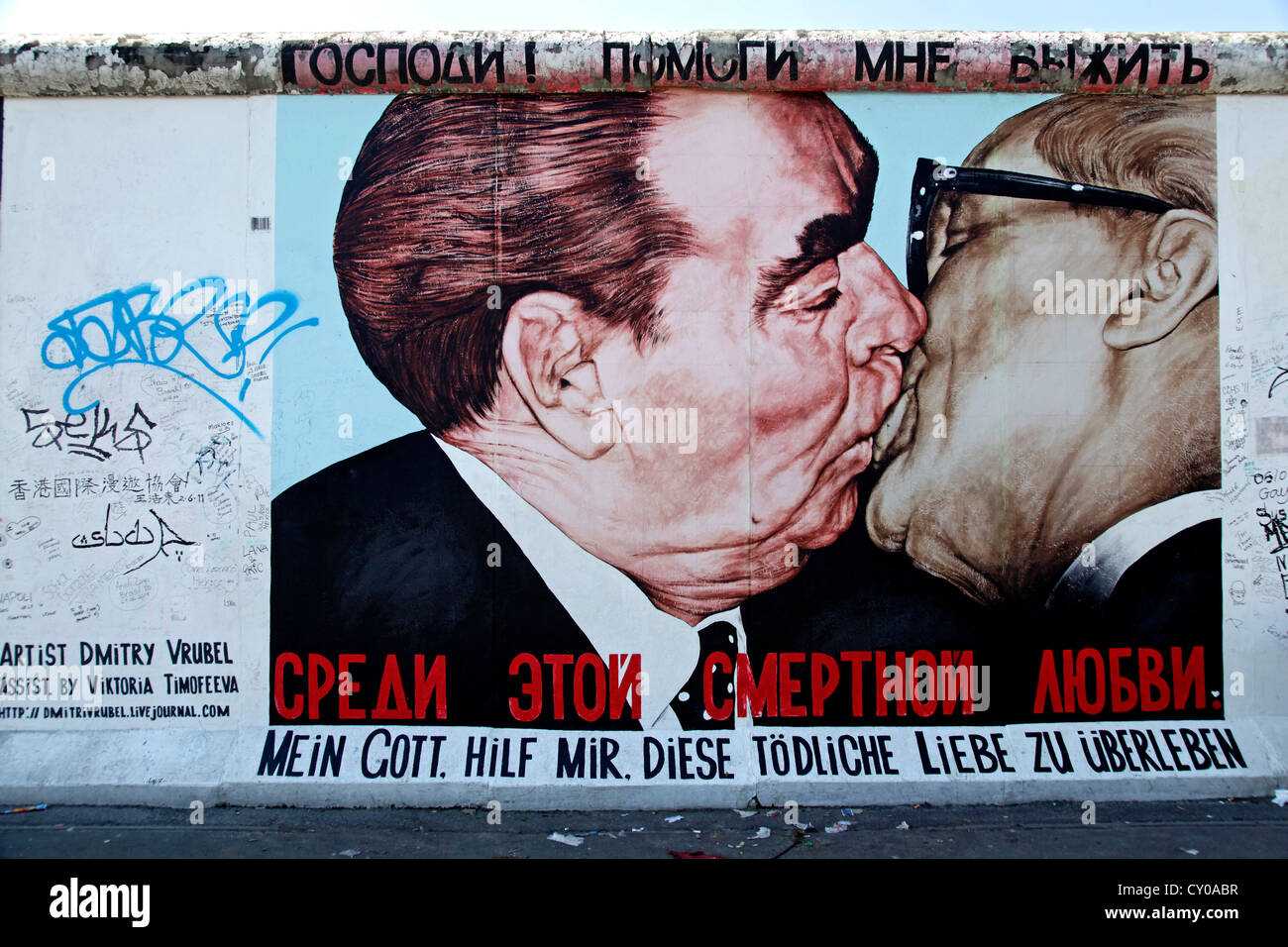 Fraternal kiss between Leonid Brezhnev and Erich Honecker, painting by Dmitri Vrubel Vladimirovich, remainder of - Stock Image