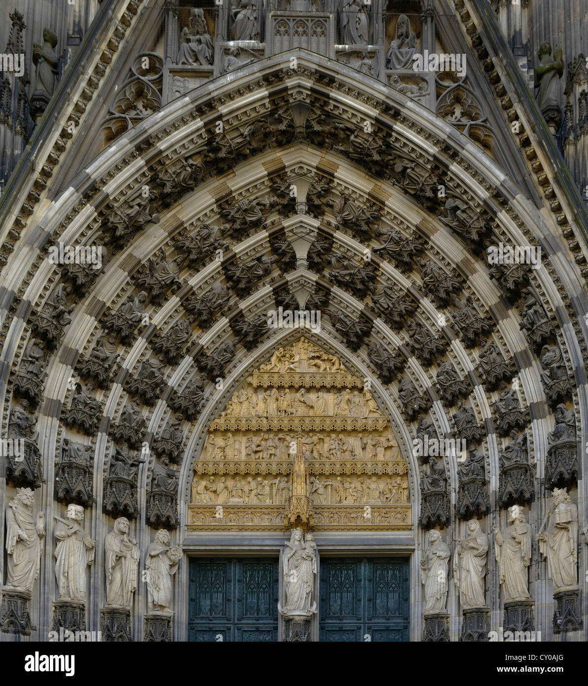 Detailed view of the west entrance, main entrance, Virgin Mary and Christ child at the centre, Cologne Cathedral - Stock Image