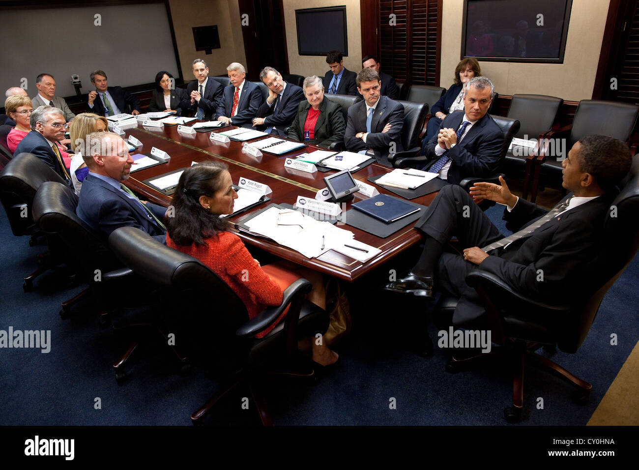 US President Barack Obama drops by a meeting with assistant secretaries June 6, 2011 in the Situation Room of the - Stock Image