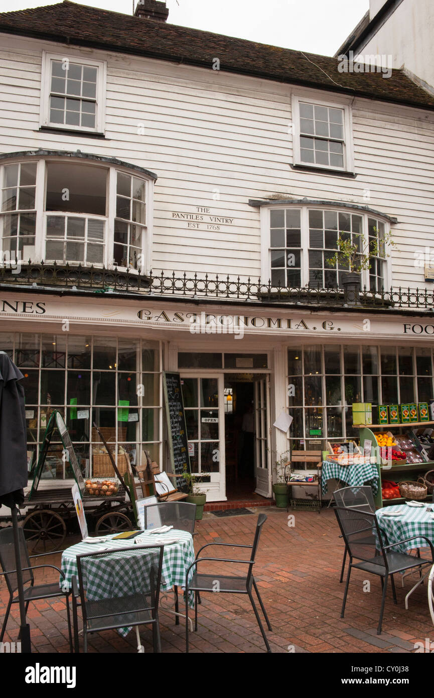Kent Royal Tunbridge Wells corner The Pantiles built 1660 Gastronomia cafe restaurant snack bar deli delicatessan - Stock Image