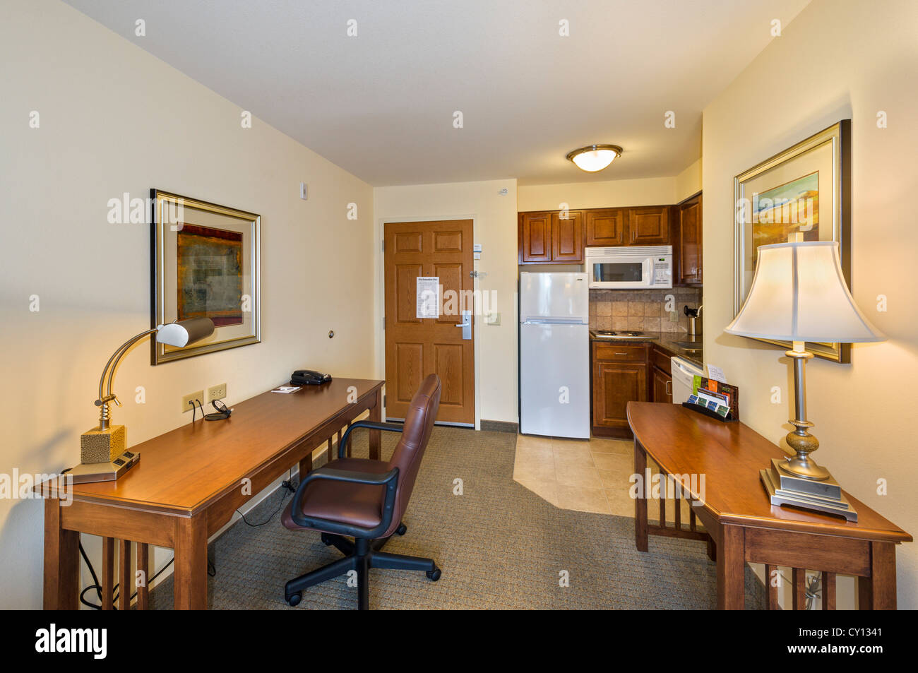 Kitchen and work area of a Standard Queen Suite in the Staybridge Suites, Oconomowoc, Wisconsin, USA - Stock Image