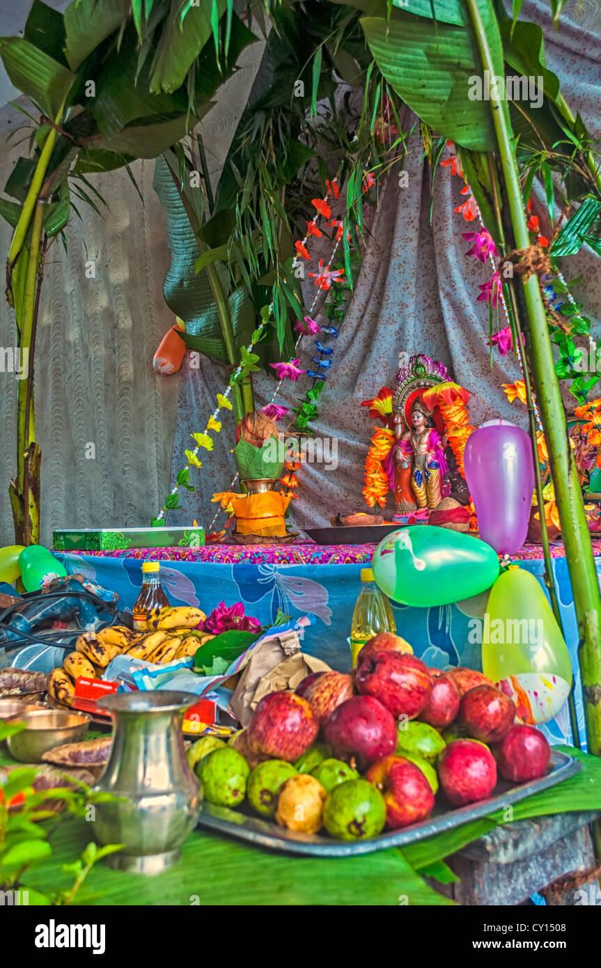 Preparing for Puja, Biswakarma Puja, Hinduism, religious ritual - Stock Image