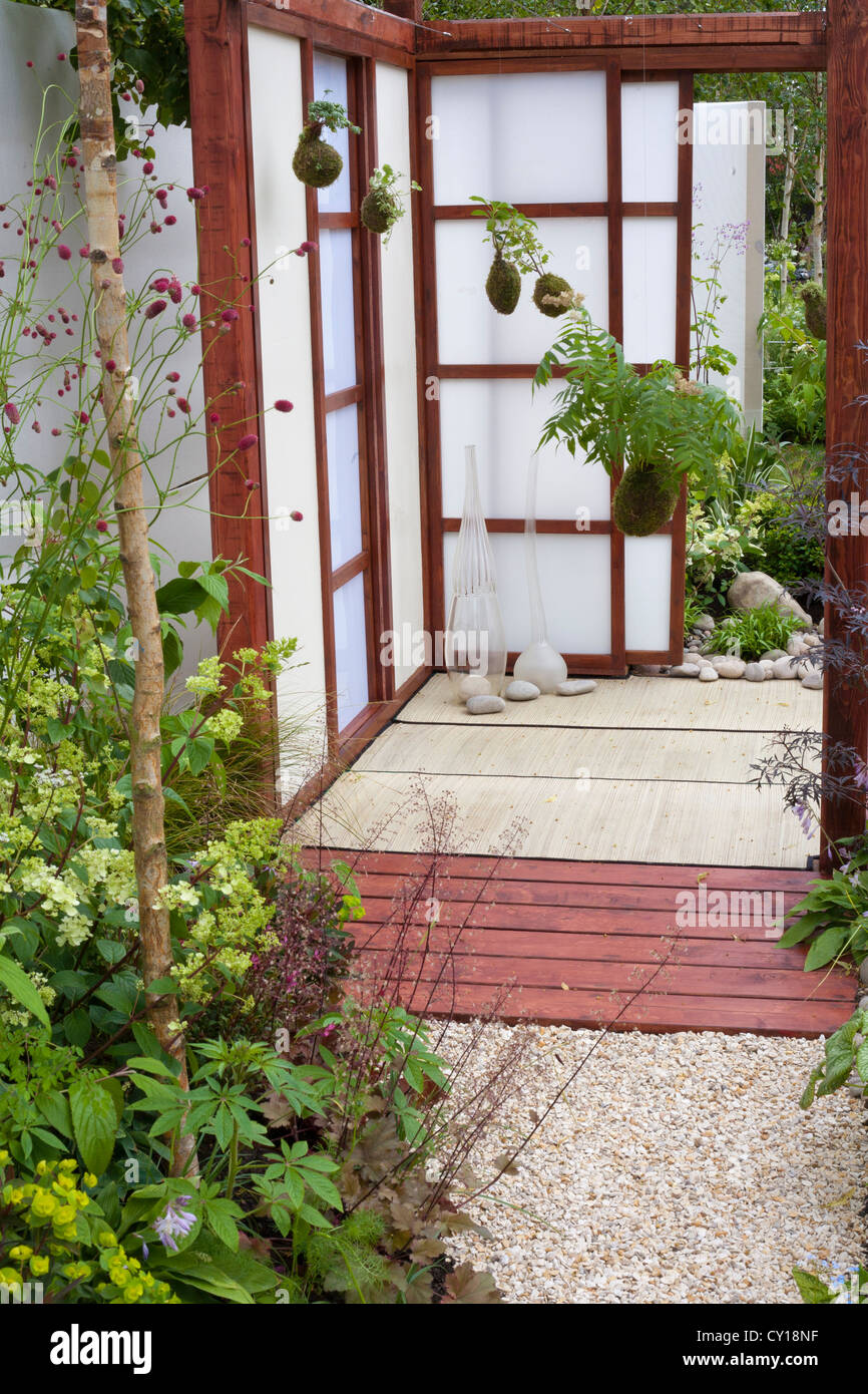 Contemporary garden design with touch of Orient. - Stock Image