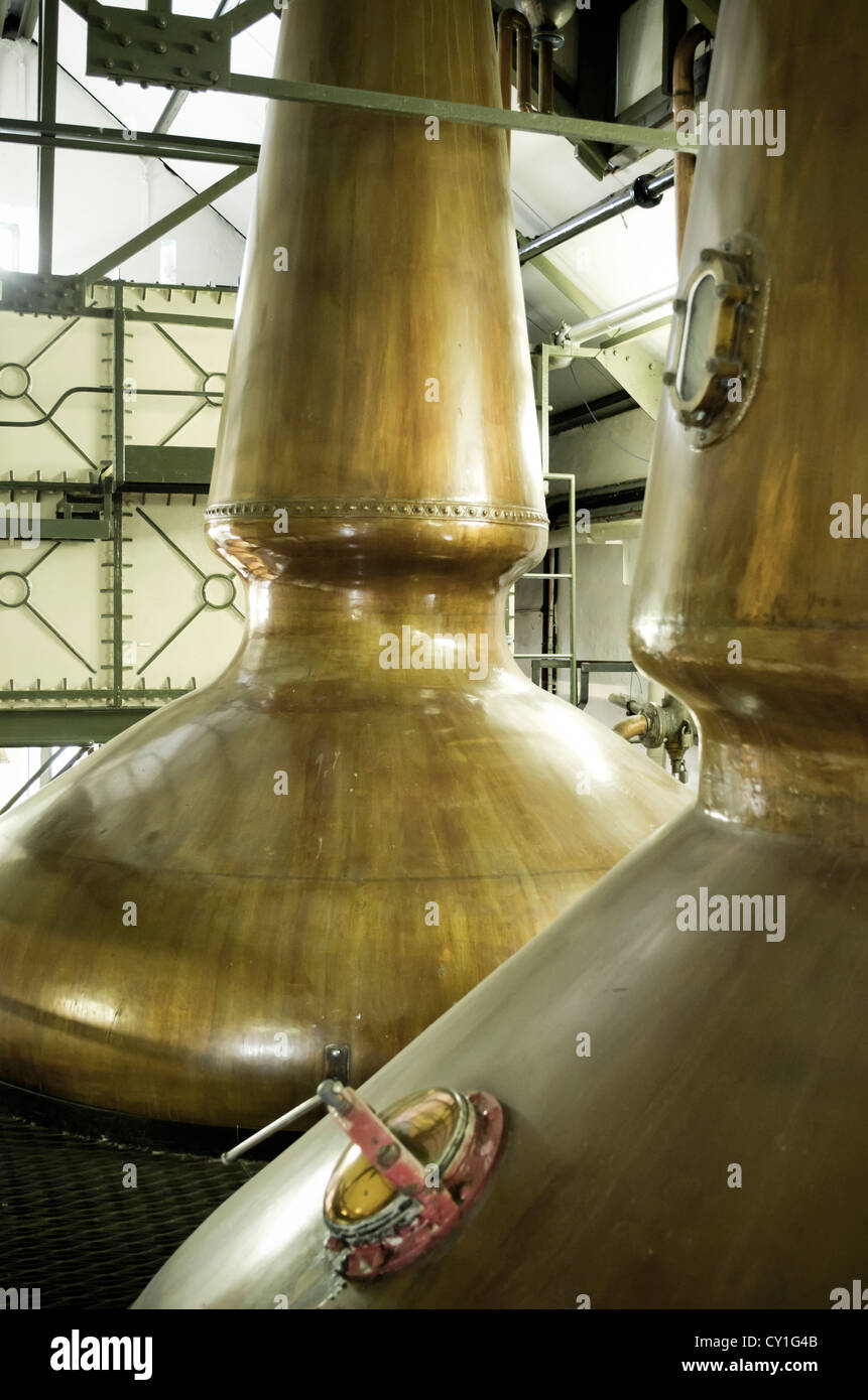 Wash and spirit whisky stills at the Ardbeg malt whisky distillery, Islay, Scotland - Stock Image