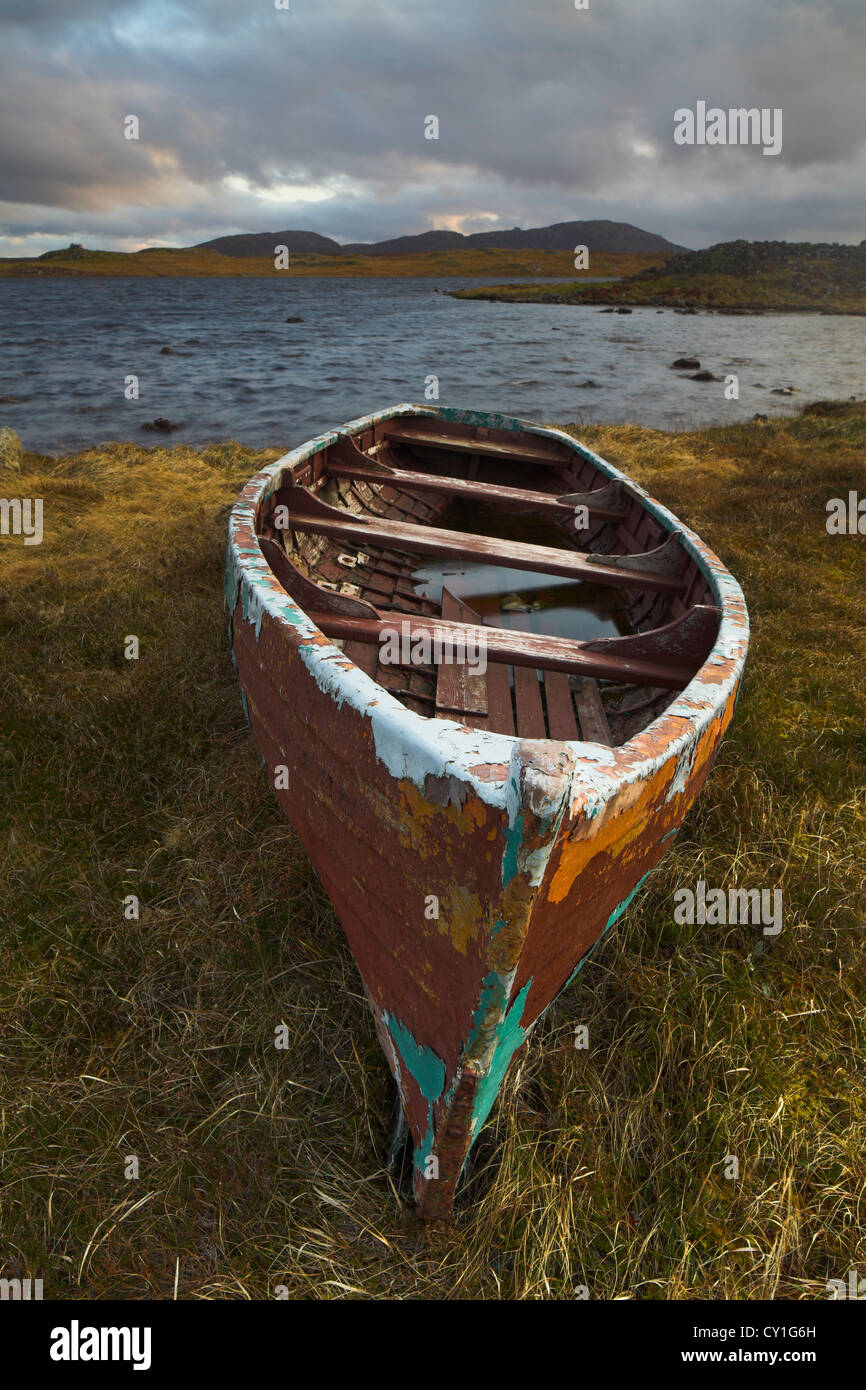 Abandoned boat on a Scottish loch - Stock Image