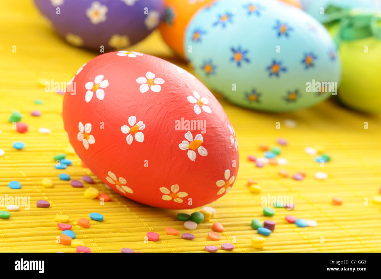 Easter decorations - eggs with painted flowers on the tabletop - Stock Image
