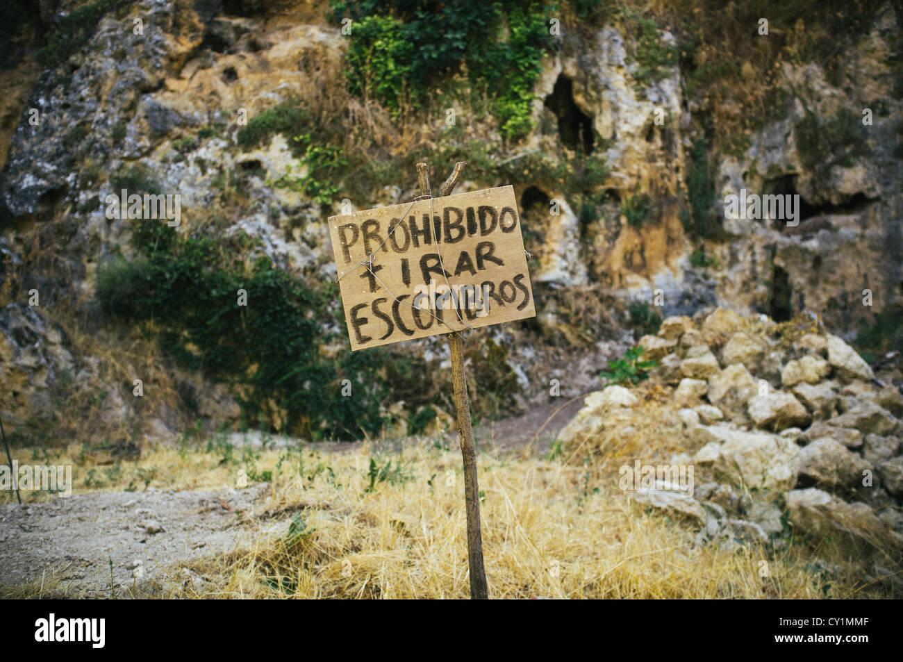 A no rubbish sign in the Spanish hamlet of La Toba in the Sierras de Cazorla, Segura y Las Villas Natural Park in - Stock Image