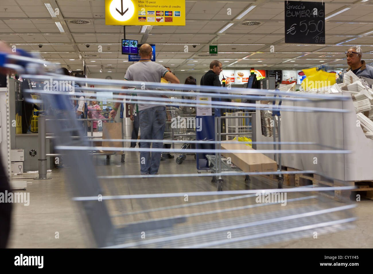 shopping trolley at ikea at rome branch CY1Y45